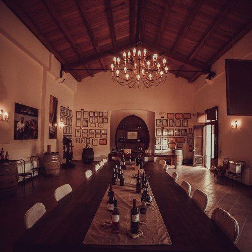 Degustazione vino in cantina con visita per 2 persone for Ranch house con cantina