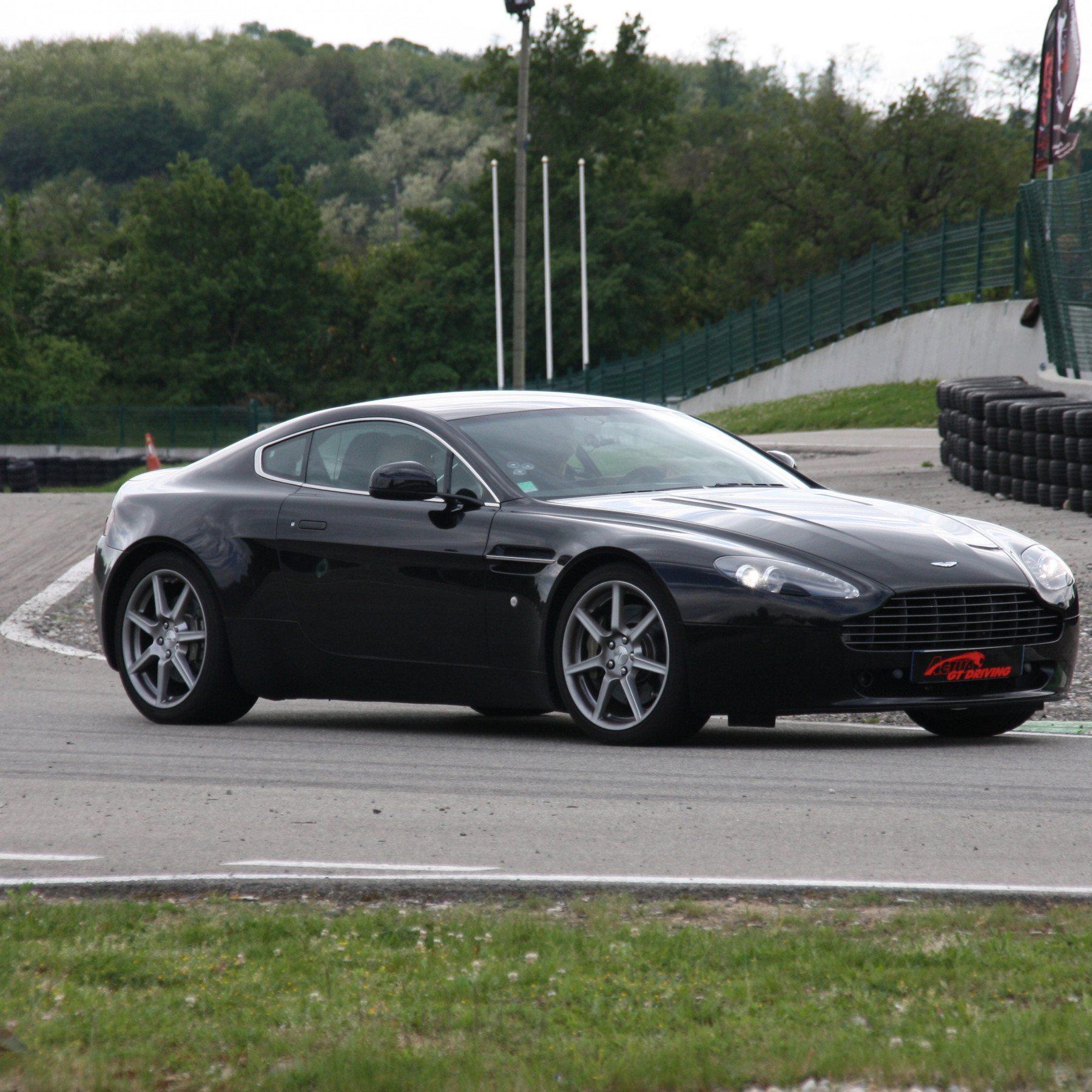 Guida una Aston Martin da 299 € - Autodromo del Mugello