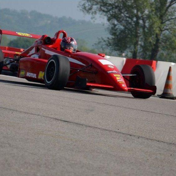 Guida una Formula 2 al Circuito Internazionale Le Colline - Pavia