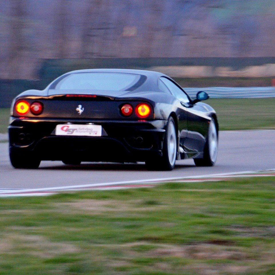 Guida una GT sulla pista Club des Miles - Moncalieri