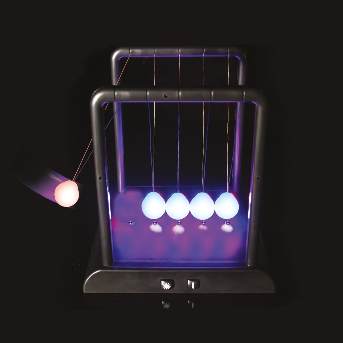 Leuchtentes Newtonpendel