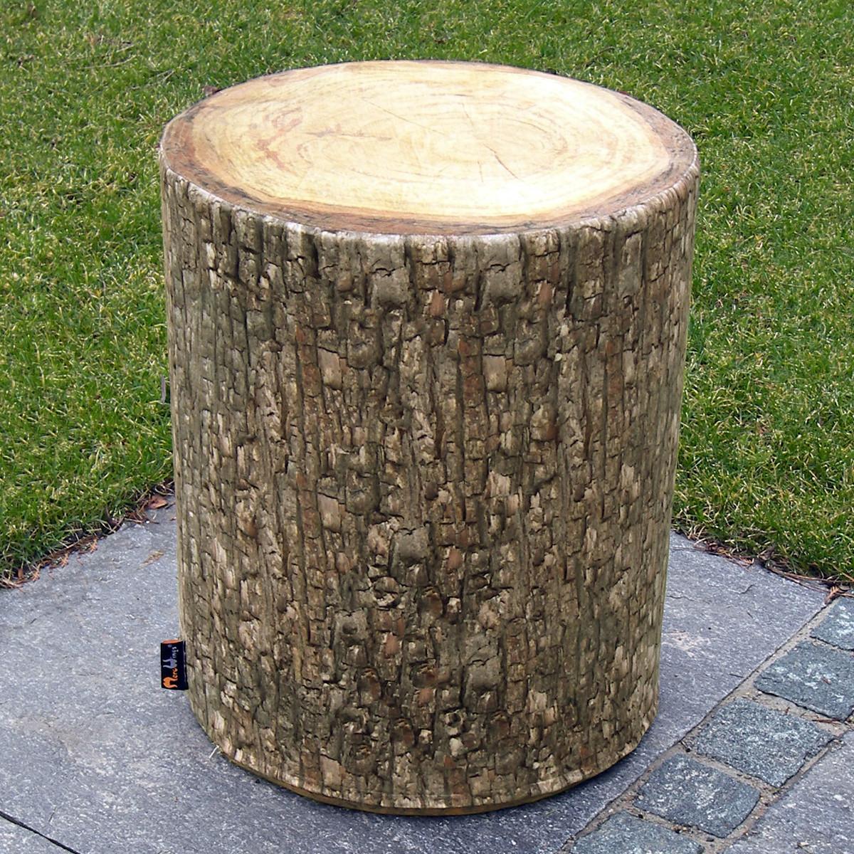 Outdoor-Hocker im fotorealistischen Baumstamm-Look