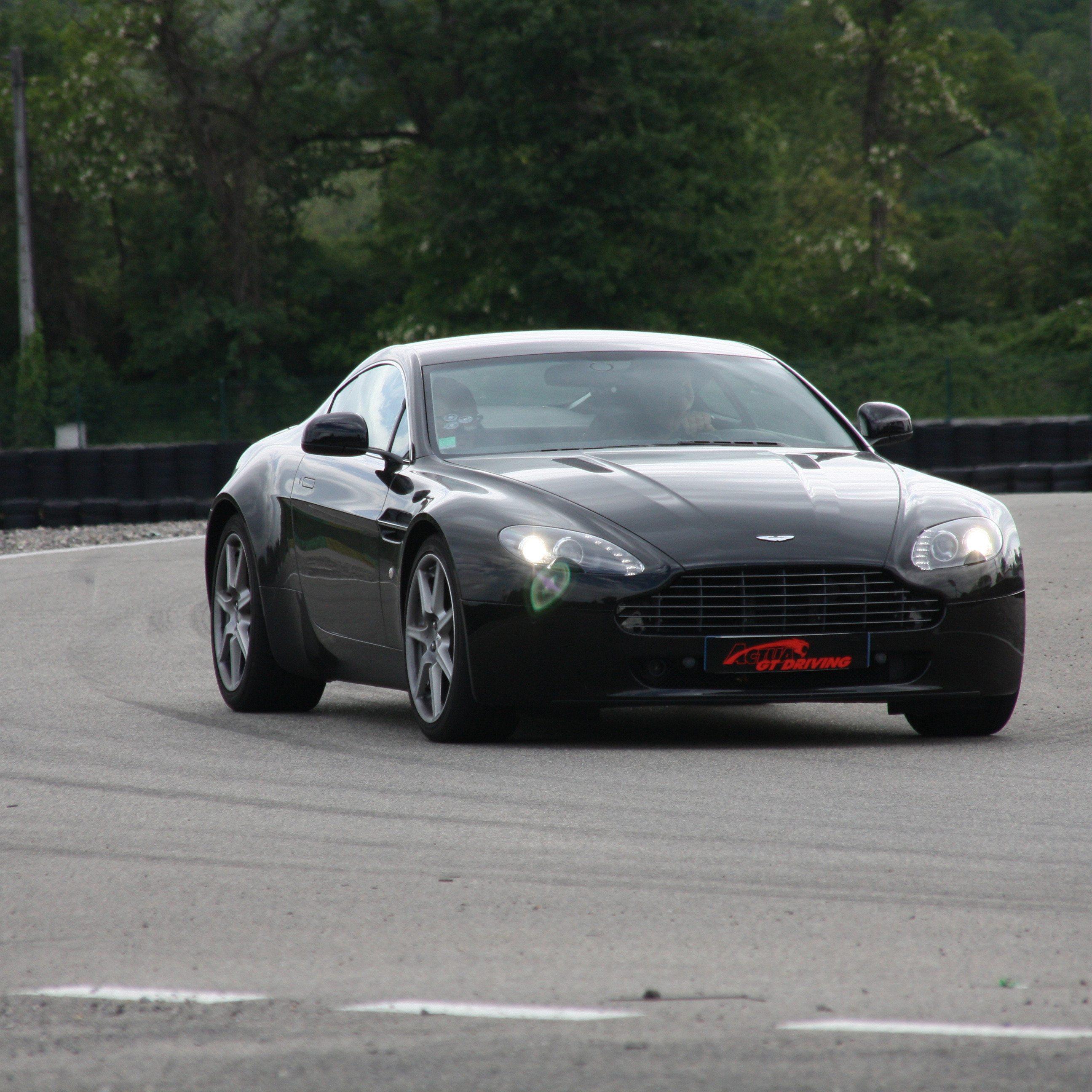 Guida una Aston Martin da 99 € - Circuito di Precenicco