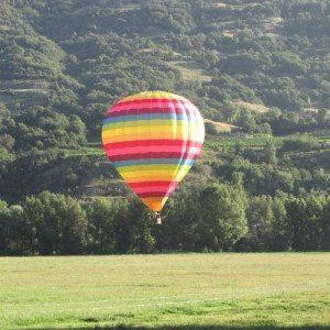 Dal Castello di Masino alzandosi in volo in mongolfiera - Piemonte