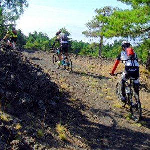 Esplora l'Etna in mountain bike, tour per esperti - Catania, Sicilia
