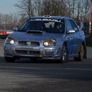 Guida un'auto da rally al Circuito Internazionale Napoli - Sarno