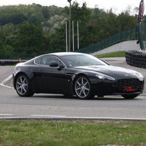 Guida una Aston Martin da 99 € - Castelletto di Branduzzo
