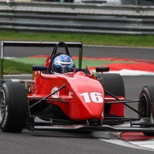 Guida una Formula 3 Honda sul circuito di Franciacorta