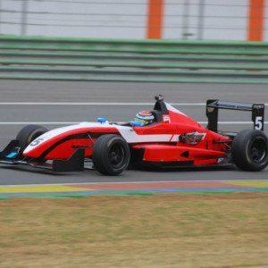 Guida una Formula 3 Honda sul circuito di Monza