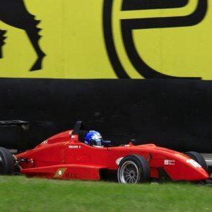 Guida una Formula 3 Honda sul circuito di Vallelunga