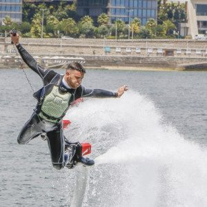 Vola sull'acqua con il flyboard - Torvaianica, Roma